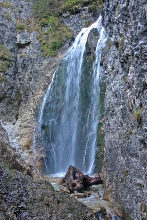 Foto: Wolfgang Dröthandl / Wander Tour / Zellerhüte - Rundwanderung / Marienwasserfall in der Grünau - Start und Ziel der Tour; Quelle: www.tourias.de / 06.04.2011 16:40:50